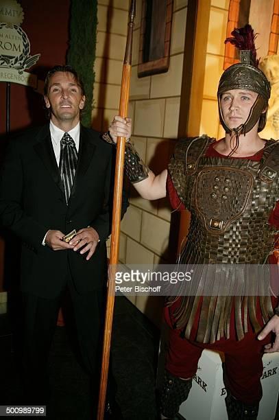 Mark Keller 15 Radio Regenbogen Benefizgala 'Ball der Sterne' ProdNr 1209/2004 Mannheim Party Feier Promi Prominenter Prominente Schauspieler Kostüm...
