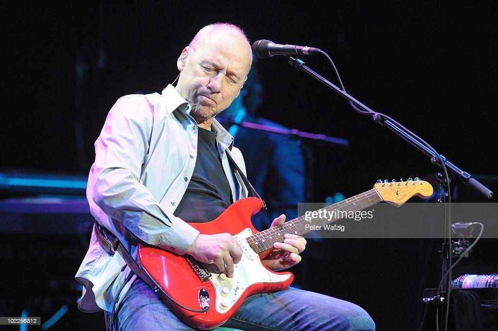 Mark Knopfler In Concert : News Photo