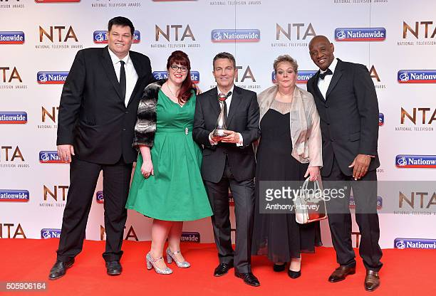Mark Labbett Jenny Ryan Bradley Walsh Anne Hegerty and Shaun Wallace pose with the award for Best Daytime Show for 'The Chase' at the 21st National...