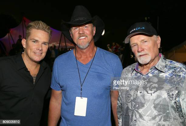 Mark McGrath of Sugar Ray Country music star and Grammynominated member of the Grand Ole OpryÊTrace Adkins and Mike Love of The Beach Boys backstage...