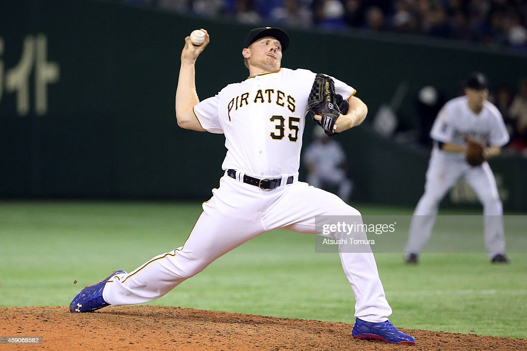 Mark Melancon #35 of the Pittsburgh Pirates pitches in the ninth inning during the game four of Samurai Japan and MLB All Stars at Tokyo Dome on November 16, 2014 in Tokyo, Japan.
