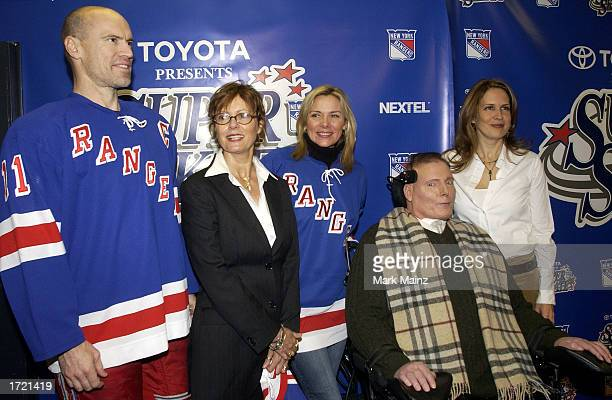 Mark Messier actress Susan Sarandon actress Kim Cattrall actor Christopher Reeve and his wife Dana attends the Super Skate V January 12 2003 at...