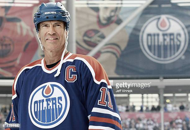 Mark Messier of the Edmonton Oilers alumni smiles from the blue line during team introductions for the 2016 Tim Hortons NHL Heritage Classic Alumni...