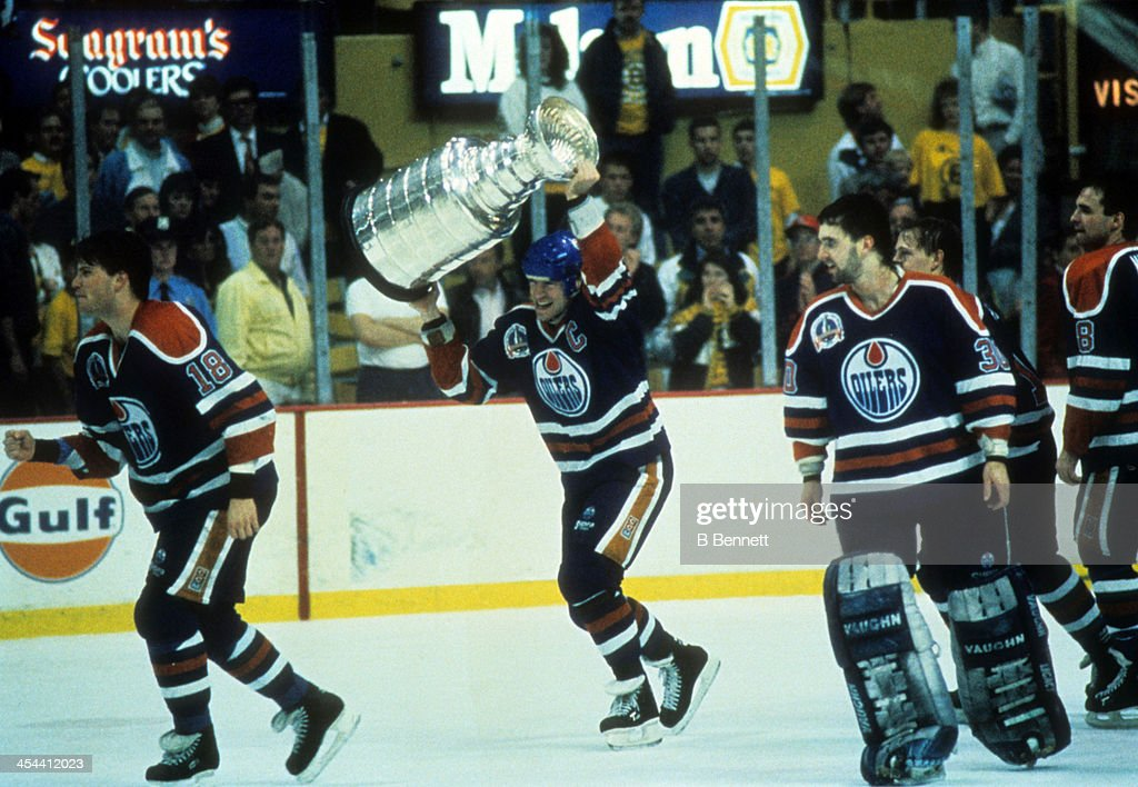 1990 Stanley Cup Finals - Game 5: Edmonton Oilers v Boston Bruins : News Photo