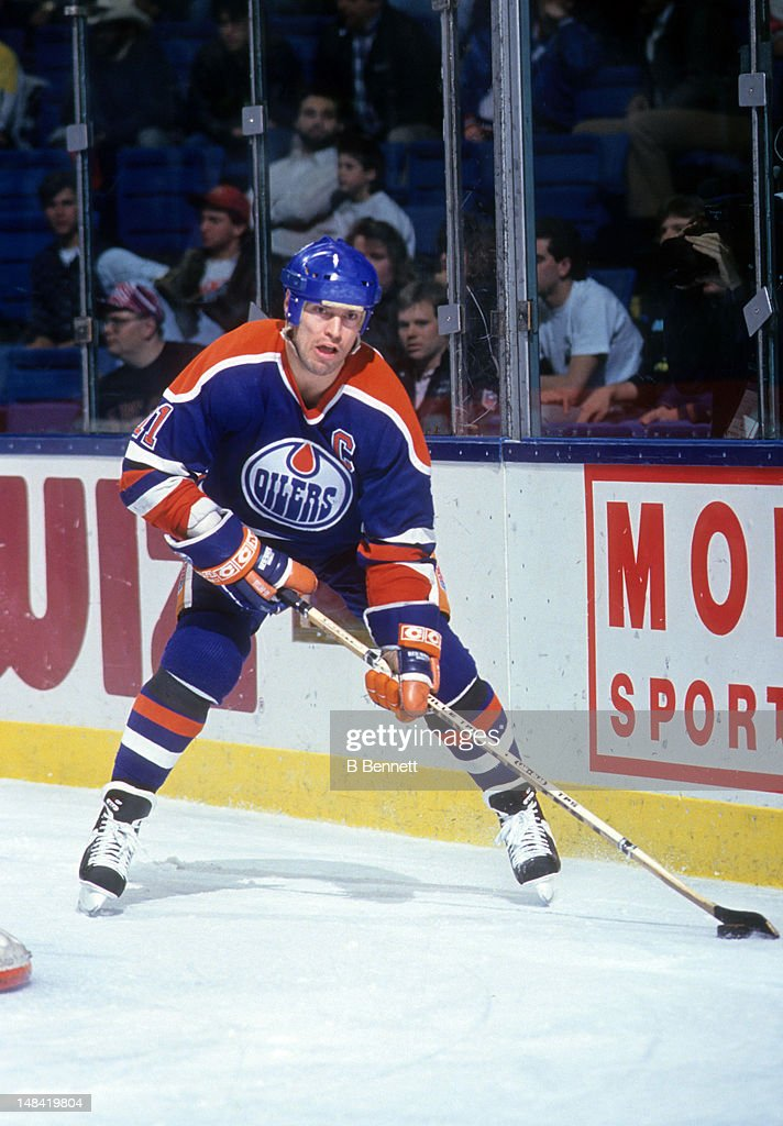 Mark Messier #11 of the Edmonton Oilers skates with the puck during an NHL game against the New York Islanders on January 17, 1991 at the Nassau Coliseum in Uniondale, New York.