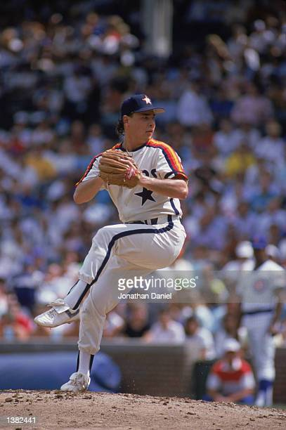 Mark Portugal of the Houston Astros winds up the pitch during a MLB game in 1989