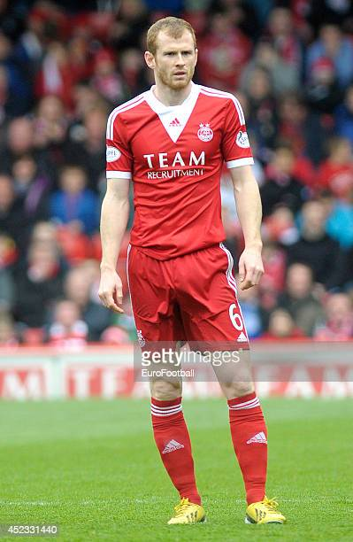 Mark Reynolds of Aberdeen FC in action during the Scottish Premiere League match between Aberdeen FC and Motherwell FC at Pittodrie Stadium on May 11...