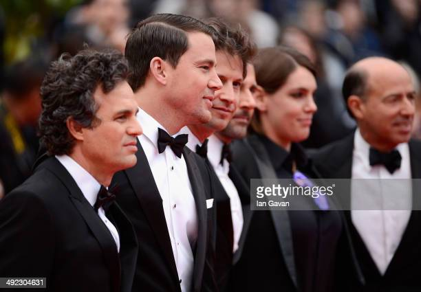 Mark Ruffalo Channing Tatum director Bennett Miller Steve Carell Megan Ellison and Jon Kilik attend the 'Foxcatcher' premiere during the 67th Annual...
