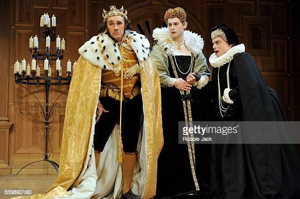 Mark Rylance as Richard 111 Samuel Barnett as Queen Elizabeth and James Garnon as Duchess of York in William Shakespeare's Richard 111 directed by...