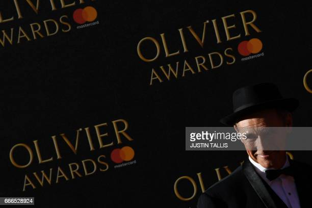 Mark Rylance poses on the red carpet upon arrival to attend the 2017 Laurence Olivier Awards in London on April 9 2017 / AFP PHOTO / JUSTIN TALLIS