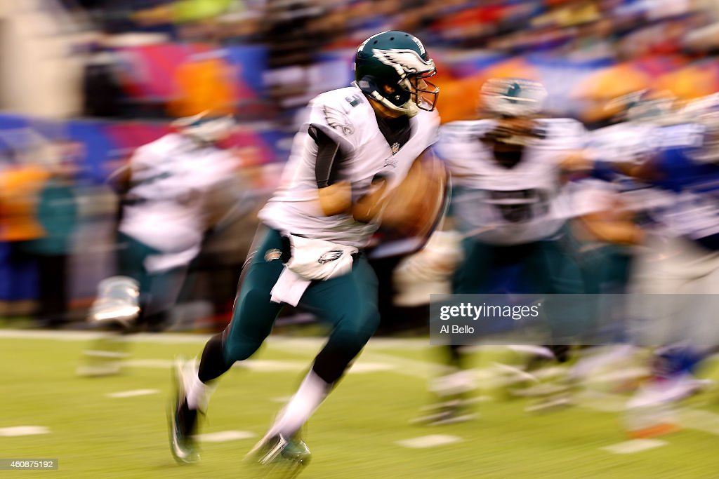 Mark Sanchez #3 of the Philadelphia Eagles scrambles against the New York Giants during a game at MetLife Stadium on December 28, 2014 in East Rutherford, New Jersey.