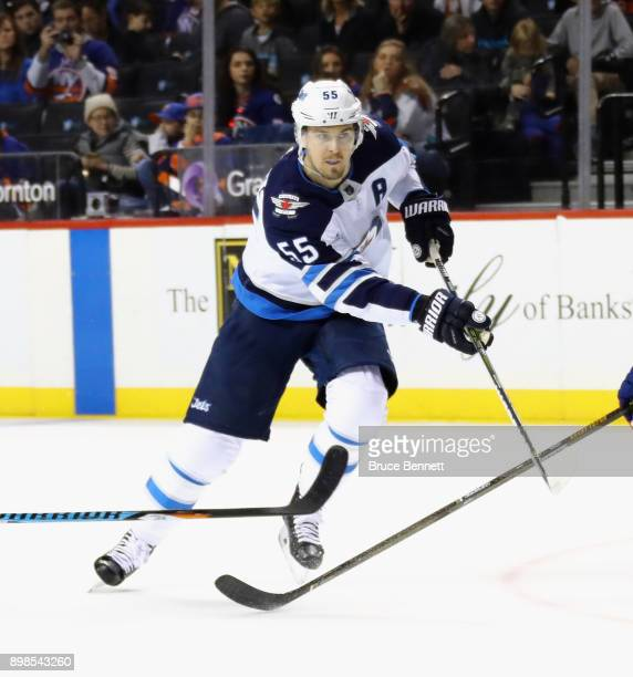 Mark Scheifele of the Winnipeg Jets skates against the New York Islanders at the Barclays Center on December 23 2017 in the Brooklyn borough of New...