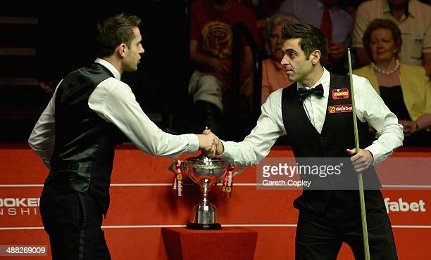 Mark Selby shakes hands with Ronnie O'Sullivan ahead of The Dafabet World Snooker Championship final at Crucible Theatre on May 5 2014 in Sheffield...