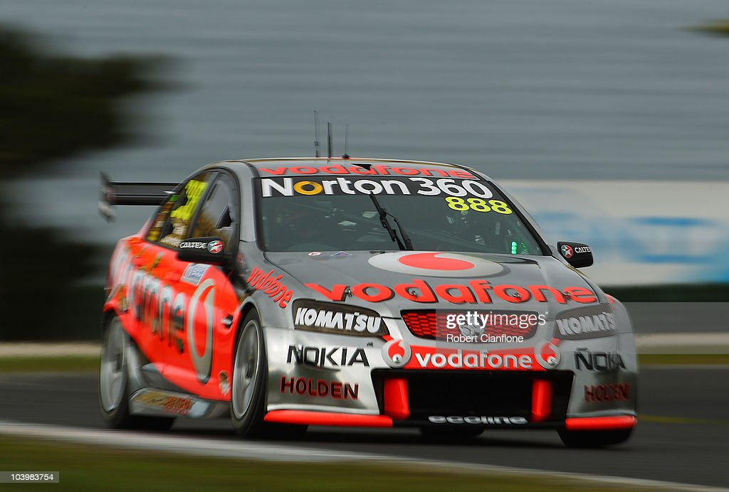V8 Supercars Round 9 - Qualifying & Race 17