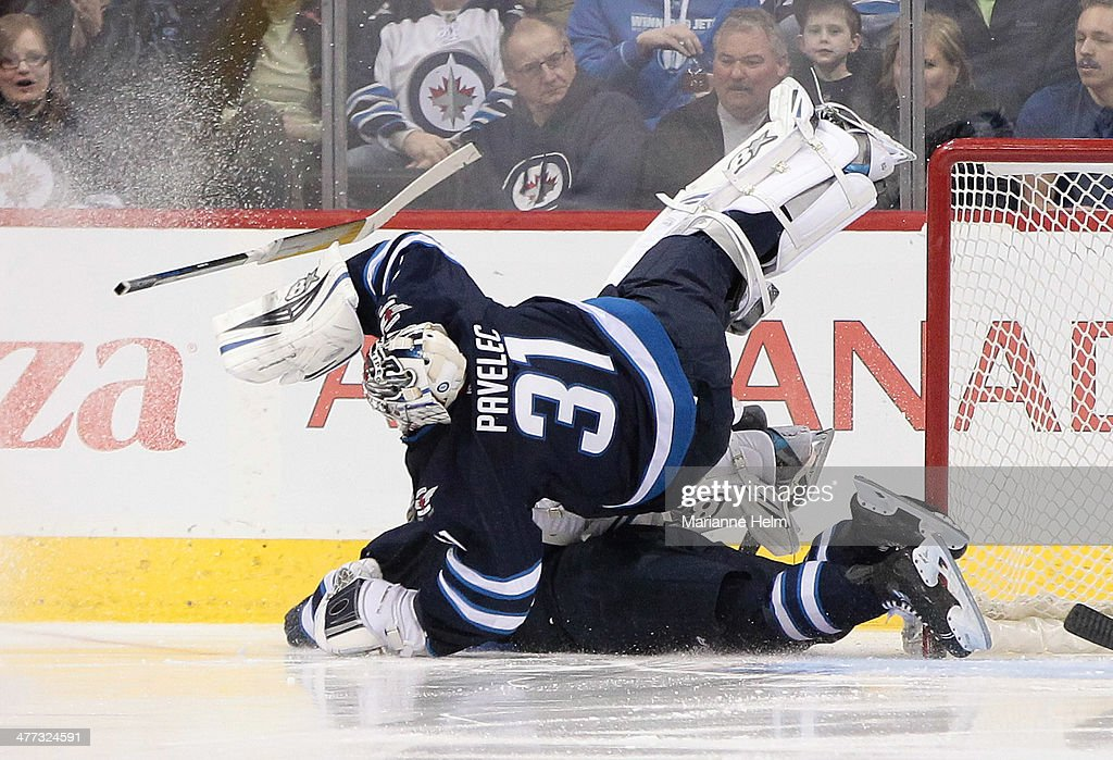 Ottawa Senators v Winnipeg Jets : News Photo