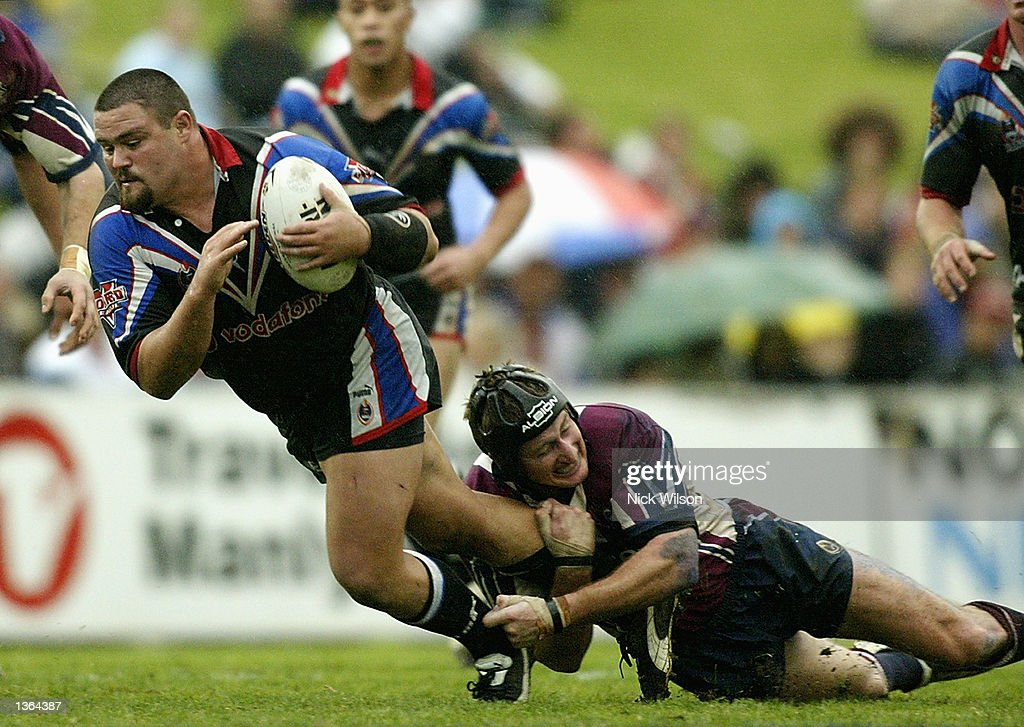 Mark Tookey #10 of the Warriors is tackled by Steve Menzies #13 of the Eagles during the round 25 NRL match between the Northern Eagles and the New Zealand Warriors played at Brookvale Oval, Sydney, Australia on September 1st 2002. (Photo by Nick Wilson/Getty Images).