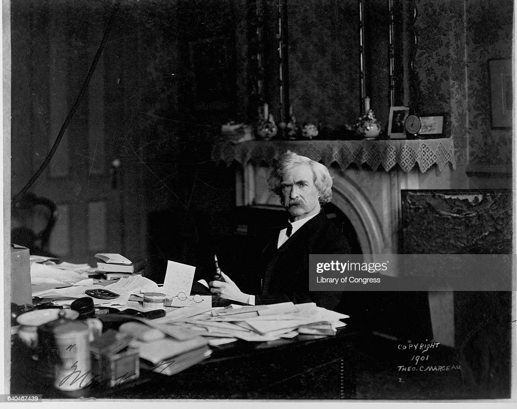 Mark Twain at a Writing Desk : News Photo