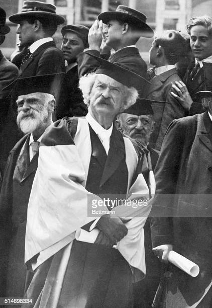 1907 Mark Twain in academic robes Photograph of him receiving honorary degree at Oxford