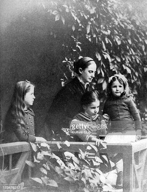 Mark Twain 's wife and children Mrs Clemens and the childrenSusy Clara and Jean at their home in Hartford Conneticut USA 1884 Mark Twain American...