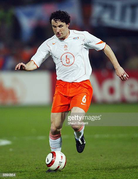 Mark van Bommel of Holland runs with the ball during the International Friendly match between Holland and France held on March 31 2004 at the...