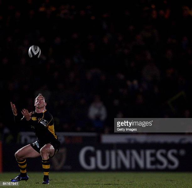 Mark van Gisbergen of London Wasps takes the high ball during the Guinness Premiership match between London Wasps and Harlequins at Adams Park on...