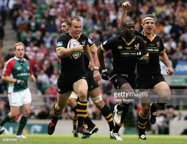 Mark Van Gisbergen of Wasps breaks through the Tigers defence to score a try during The Zurich Premiership Final match between Leicester Tigers and...