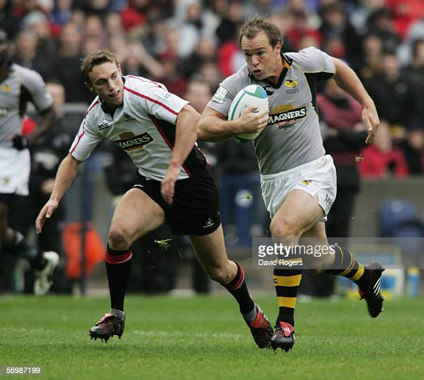 Mark van Gisbergen the Wasps fullback races away from Mike Blair of Edinurgh during the Heineken Cup match between Edinburgh Gunners and London Wasps...