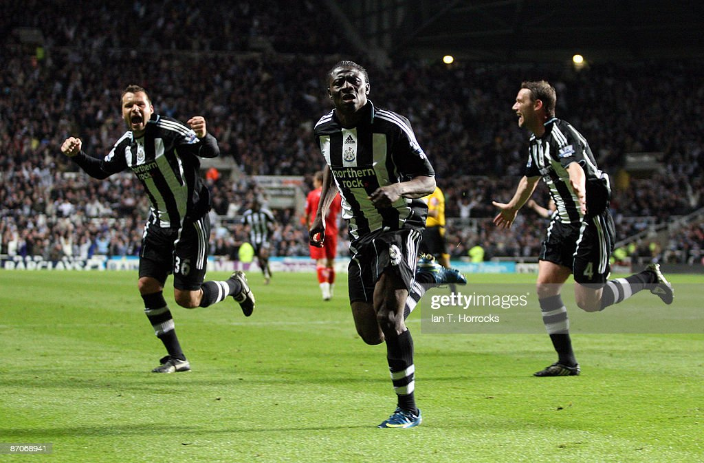 Mark Viduka, Obafemi Martins and Kevin Nolan of Newcastle United celebrate after Martins scored the 2:1 goal during the Barclays Premier League match between Newcastle United and Middlesbrough at St James' Park on May 11, 2009 in Newcastle Upon Tyne, England.