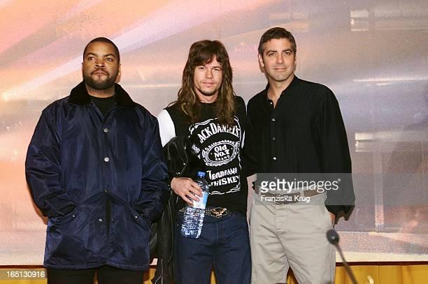Mark Wahlberg Ice Cube Und George Clooney Bei Pk Zu Seinem Neuen Film 'Three Kings' In Berlin