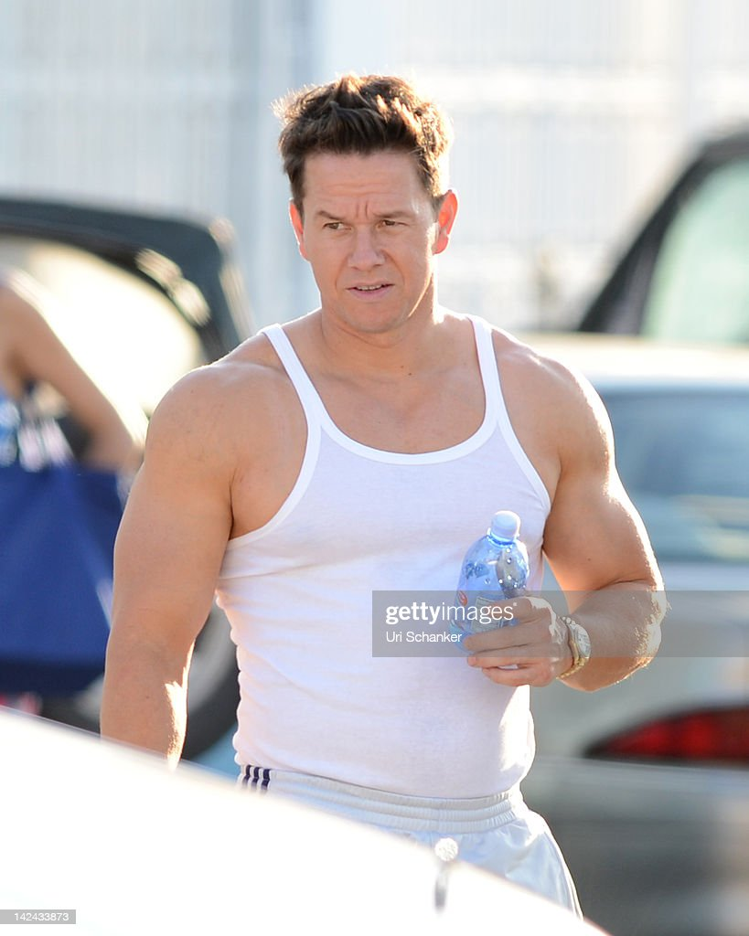 """Mark Wahlberg And Dwayne """"The Rock"""" Johnson On The Set Of """"Pain And Gain"""" In Miami"""