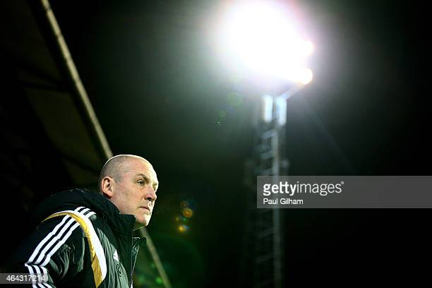 Mark Warburton the manager of Brentford looks on prior to kickoff during the Sky Bet Championship match between Brentford and Blackpool at Griffin...