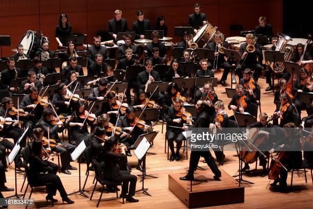 Mark Wigglesworth leading the Juilliard Orchestra at Alice Tully Hall on Friday night February 1 2013