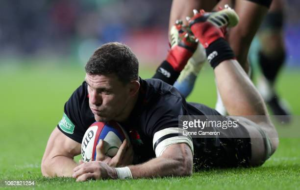 Mark Wilson of England scores a try during the Quilter International match between England and Japan at Twickenham Stadium on November 17 2018 in...