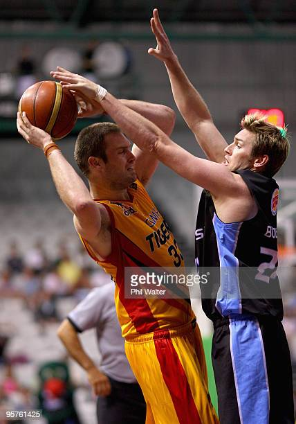Mark Worthington of the Melbourne Tigers and Dillon Boucher of the New Zealand Breakers compete for the ball during the round 16 NBL match between...