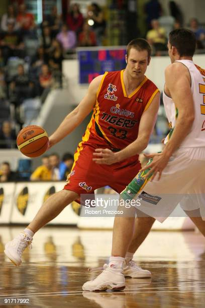 Mark Worthington of the Tigers drives to the basket during the round three NBL match between the Melbourne Tigers and the Townsville Crocodiles on...