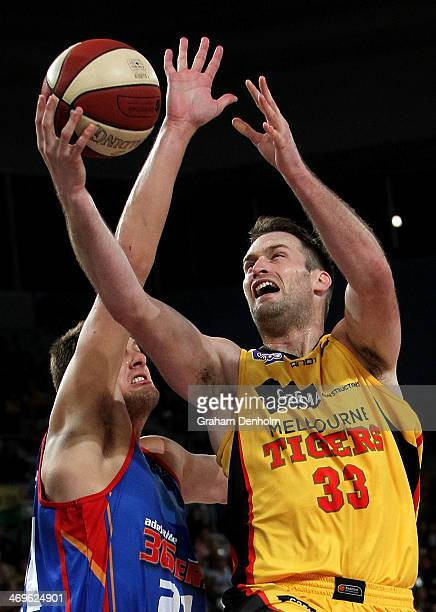 Mark Worthington of the Tigers shoots under pressure from the 36ers defence during the round 18 NBL match between the Melbourne Tigers and the...