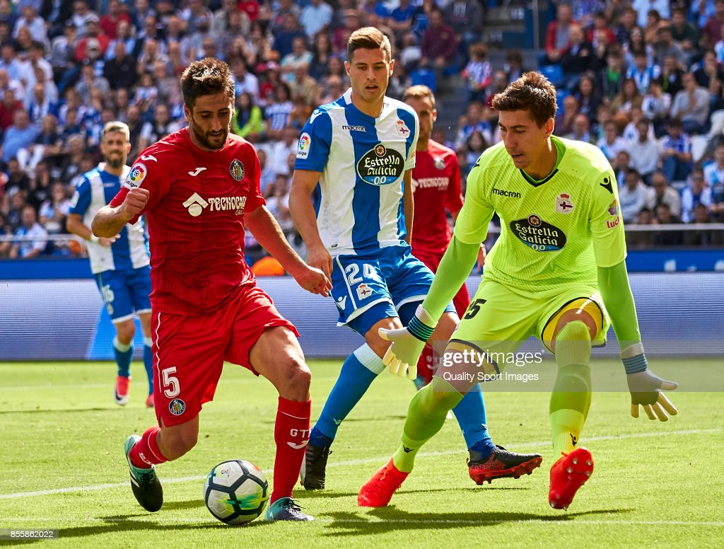 Markel Bergara of Getafe CF is challenged by Costel Pantilimon of Deportivo de La Coruna during the La Liga match between Deportivo La Coruna and Getafe at Abanca Riazor Stadium on September 30, 2017 in La Coruna, Spain.