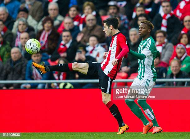 Markel Susaeta of Athletic Club Bilbao competes for the ball with Charly Musonda of Real Betis Balompie during the La Liga match between Athletic...