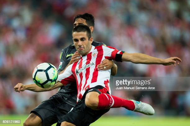 Markel Susaeta of Athletic Club duels for the ball with Jose Romera of Dinamo Bucarest during the UEFA Europa League Third Qualifying Round Second...