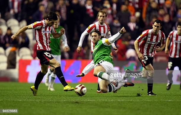Markel Susaeta of Bilbao and Torsten Frings of Bremen compete for the ball during the UEFA Europa League Group L match between Atletico Bilbao and...