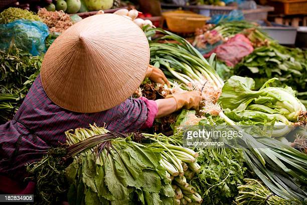 market dalat vietnam - vietnam stock pictures, royalty-free photos & images