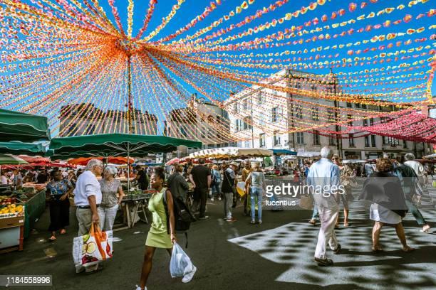 市場の日, クロートレ広場, ペリグー, フランス - ペリグー ストックフォトと画像