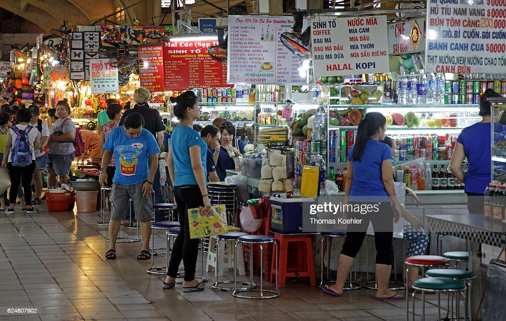 Market hall in Ho Chi Minh City : News Photo