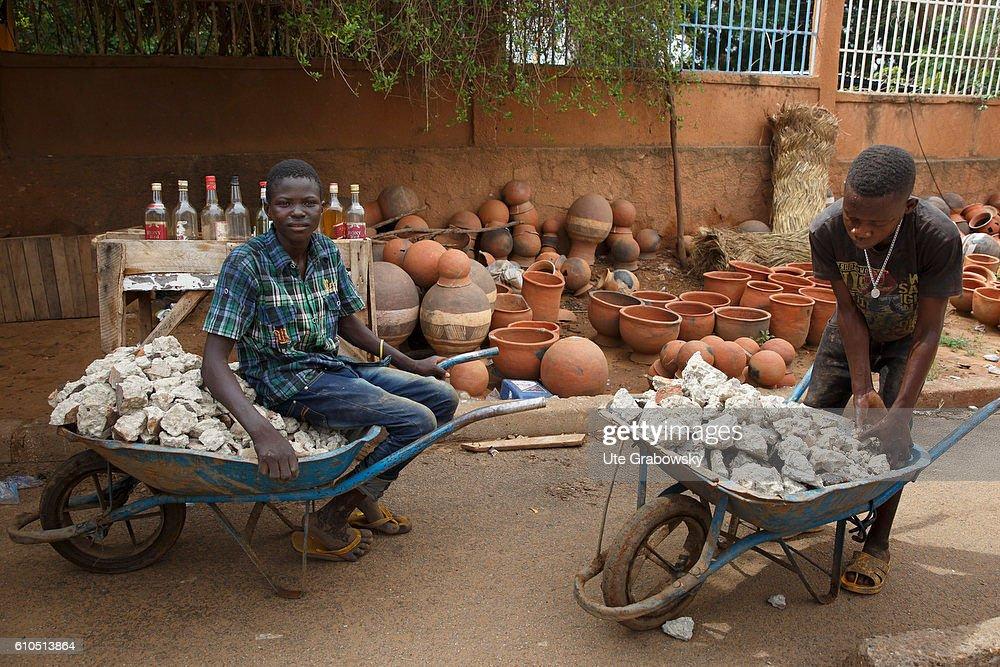 Market in Niamey, capital of Niger : News Photo