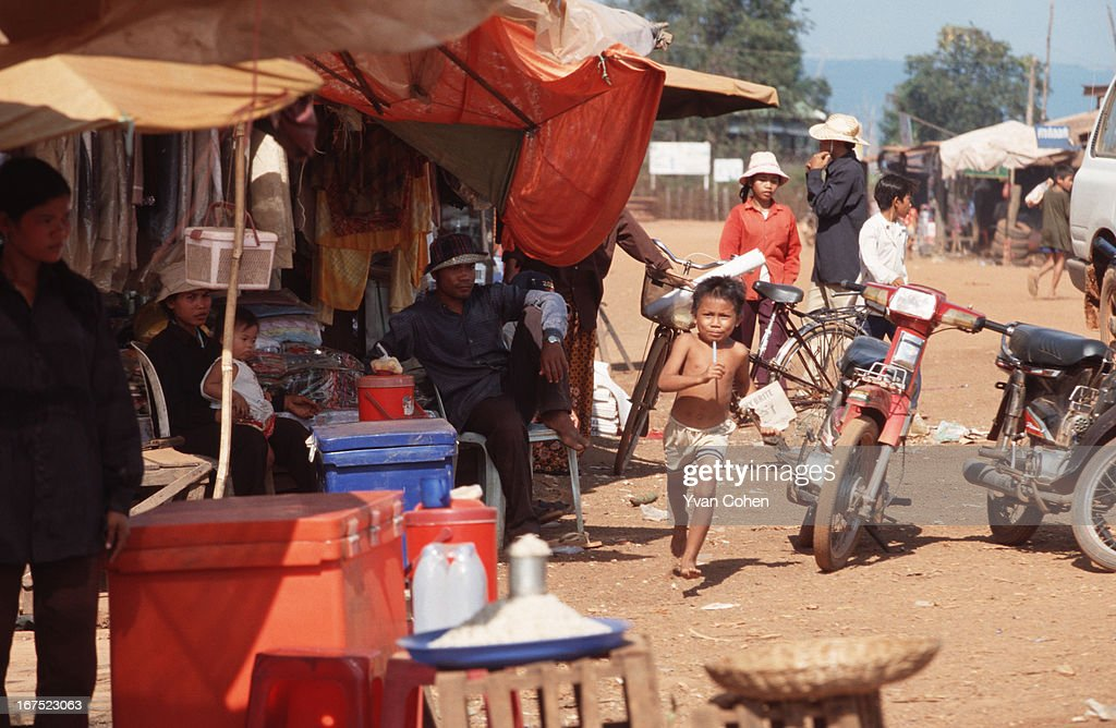 A market scene in Anlong Veng. This dusty and still very poor town was a former stronghold of the Khmer Rouge. .