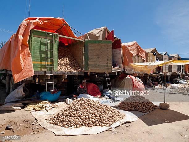 escena de mercado con pueblos autóctonos, la paz, bolivia - el alto fotografías e imágenes de stock