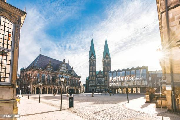 market square in bremen with cathedral and town hall - bremen stock pictures, royalty-free photos & images