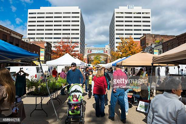 market square in knoxville, tennessee - knoxville tennessee stock pictures, royalty-free photos & images