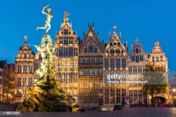 market square of antwerp - antwerpen stad stockfoto's en -beelden