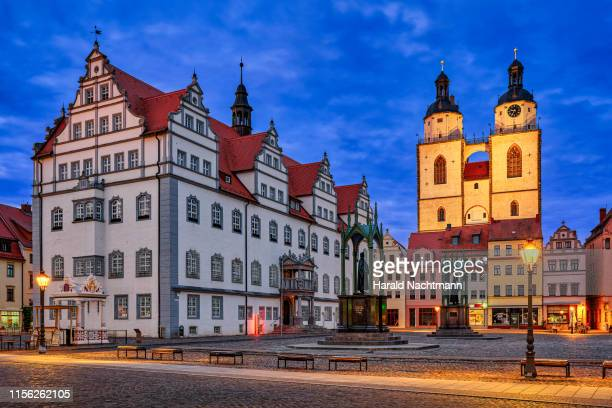 market square with town houses, renaissance town hall and monuments of martin luther and philipp melanchthon, lutherstadt wittenberg, saxony anhalt, germany - lutherstadt wittenberg stock pictures, royalty-free photos & images